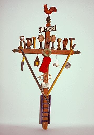 Croix (d'applique, suspendue) : instruments de la Passion