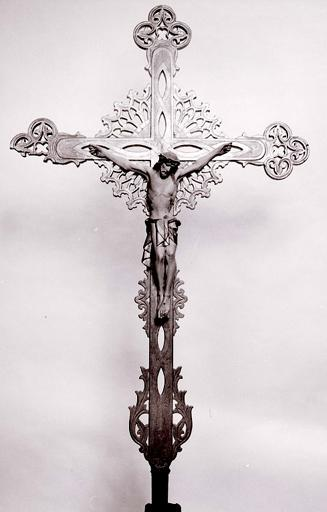 Croix de procession (n° 3), style néo-gothique.