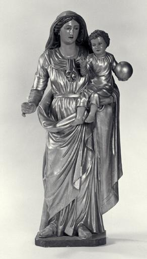 4 statues (demi-nature) : Vierge à l'Enfant, Saint Pierre apôtre, Saint Paul de Tarse, Saint apôtre.