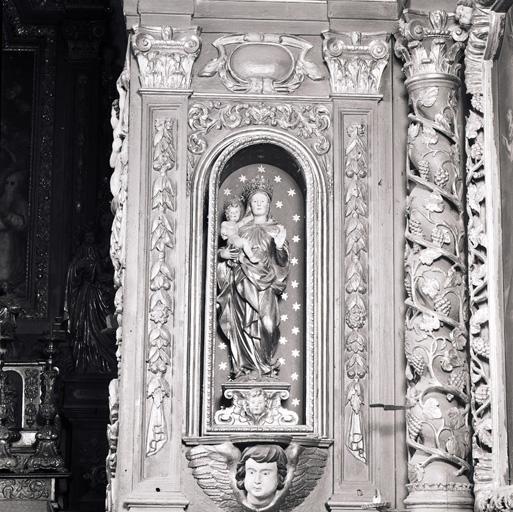 Statue, couronnes de statues (2) : Vierge à l'Enfant.