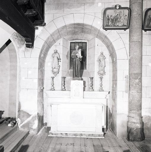 Ensemble de saint Antoine de Padoue (autel, 2 gradins d'autel, tabernacle, statue) (n° 2).
