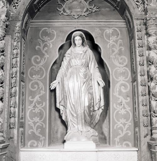 Statue (petite nature) : Immaculée Conception.