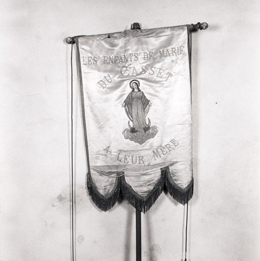 Bannière de procession des Enfants de Marie du Casset.