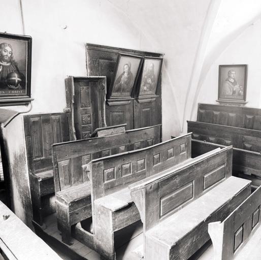 Sièges de confrérie : bancs-coffres de confrérie et de congrégation, bancs de confrérie et de congrégation