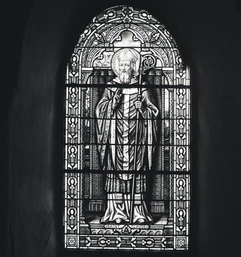 3 verrières (verrière à personnages, verrières figurées décoratives) : Saint Claude, Sacré-Coeur, coeur de Marie.