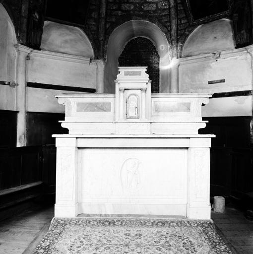Autel, 2 gradins d'autel, tabernacle (maître-autel, autel-tombeau, tabernacle architecturé).