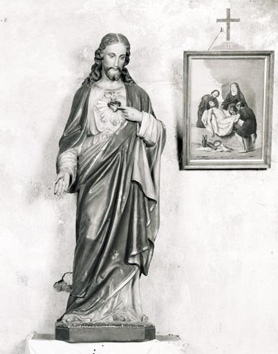 Statue (petite nature) : Sacré-Coeur.