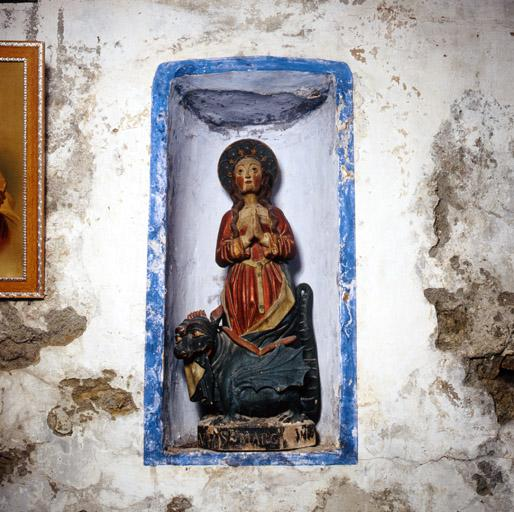 groupe sculpté : sainte Marguerite d'Antioche issant du dragon