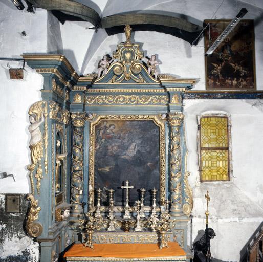 4 gradins d'autel, 2 retables, 2 niches (retables et niches architecturés)