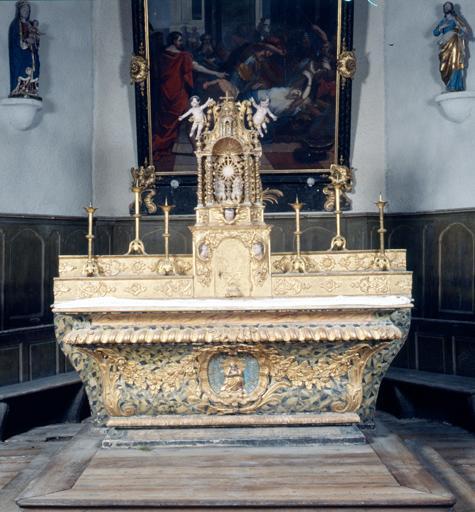 Ensemble du maître-autel (autel, 2 gradins d'autel, tabernacle, exposition, 2 statues, tableau).