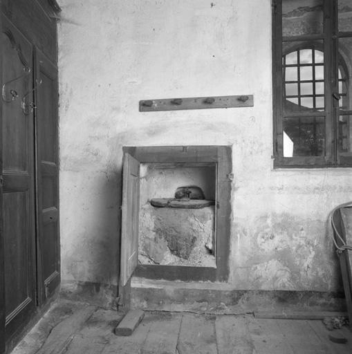Meuble de sacristie (placard de sacristie, réserve à huile ?)