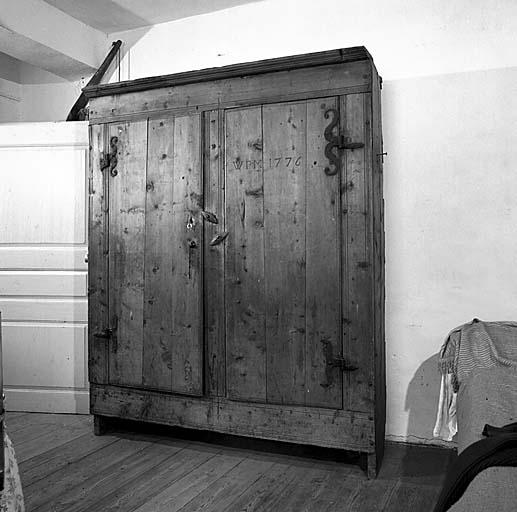 armoire No 10