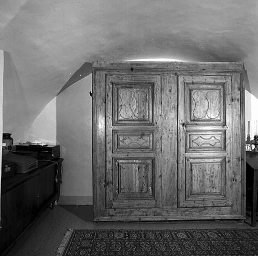 armoire No 16 dite armoire à linge