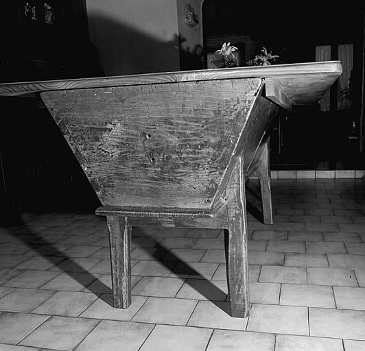 pétrin ; table