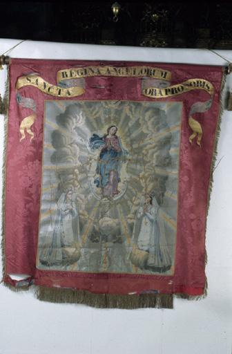 2 bannières de procession : Sainte reine de anges, saint Claude.Coeur de Jésus, sainte Madeleine.