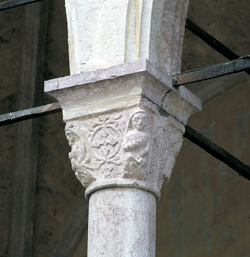 chapiteaux (4), culs-de-lampe (4)