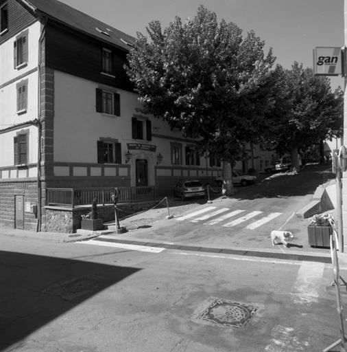 hôtel de voyageurs dit Hôtel Imbert, actuellement centre de loisirs (Centre de montagne des PTT du Queyras)