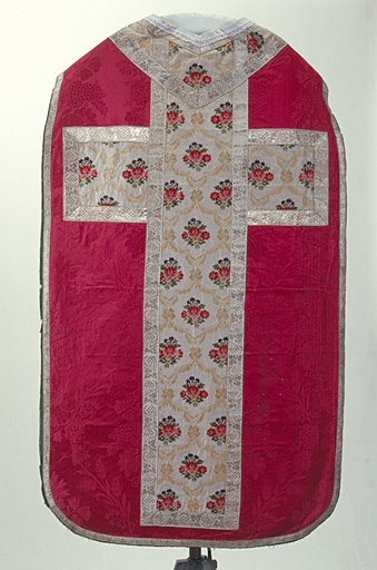 Chasuble, étole (ornement rouge)