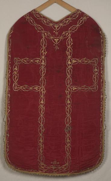 Ensemble de vêtements liturgiques : chasuble, étole, manipule, voile de calice (ornement rouge, ornement blanc)