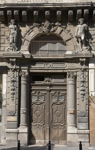 ensemble de reliefs (décor d'élévation extérieure, décor d'architecture) et statues (figures colossales) de Neptune et Amphitrite
