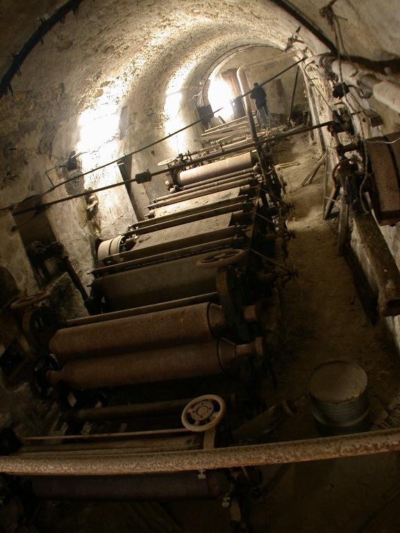 Machine à répartir, à pressurer, à sécher : machine à papier dite machine à forme ronde