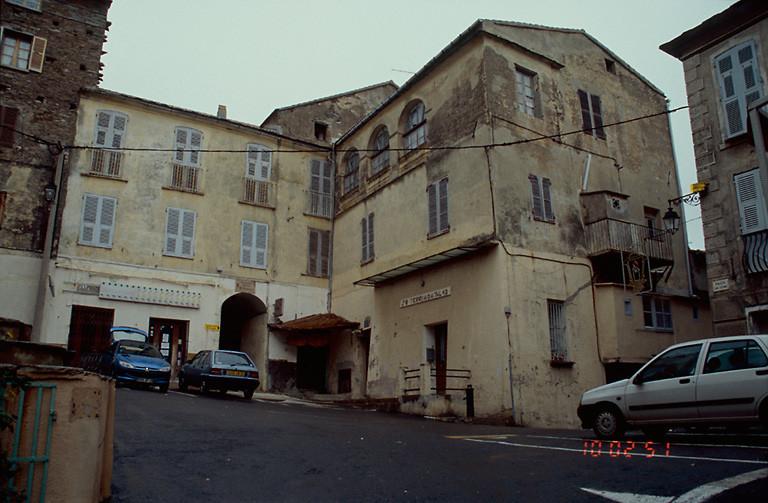ancienne maison de chanoines dite A Canonica, actuellement maison et ancien évêché, actuellement maison