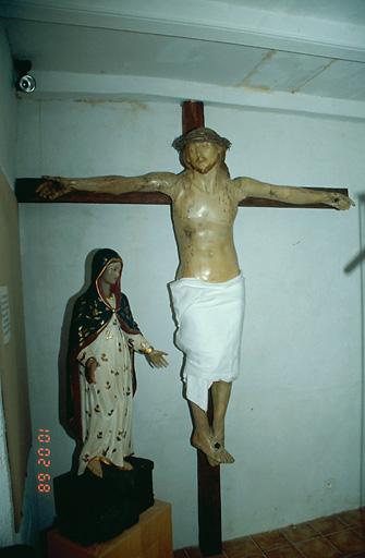 Statue (grandeur nature) : Christ en croix