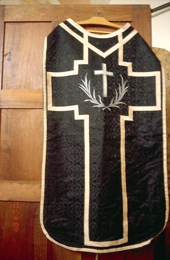 Voile de calice, bourse de corporal, chasuble, étole (ornement noir)