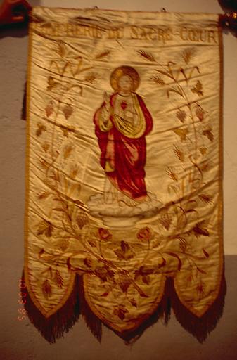 Bannière de procession de la confrérie du Sacré-Coeur