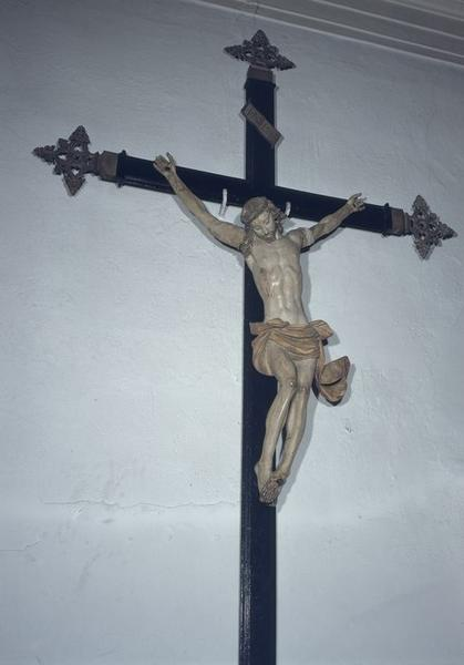 statue (petite nature) : Christ en croix No 1