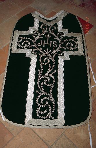 Chape, étole, manipule, bourse de corporal, voile de calice (ornement noir)