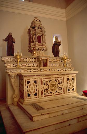 Autel, 3 gradins d'autel , tabernacle (maître-autel)