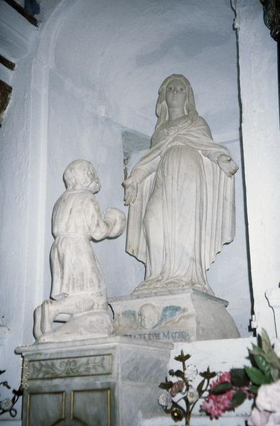 groupe sculpté : Vierge et personnage agenouillé