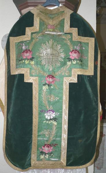 Chasuble, étole, manipule, bourse de corporal, voile de calice (ornement vert No 1)
