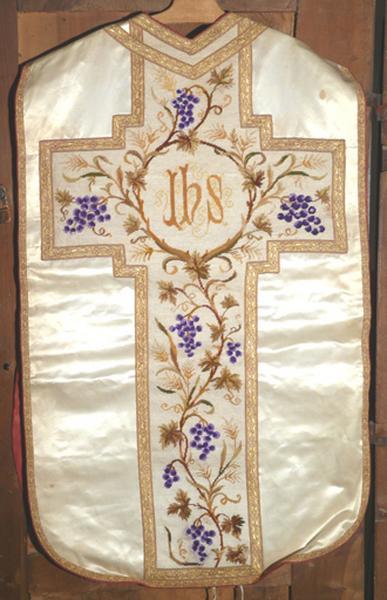 Chasuble, étole, bourse de corporal, voile de calice (ornement blanc No 4)