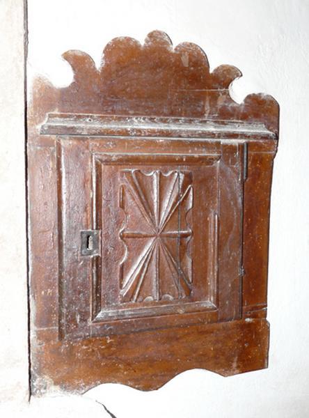 armoire aux saintes huiles