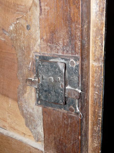 Meuble de sacristie (armoire de sacristie-chasublier)