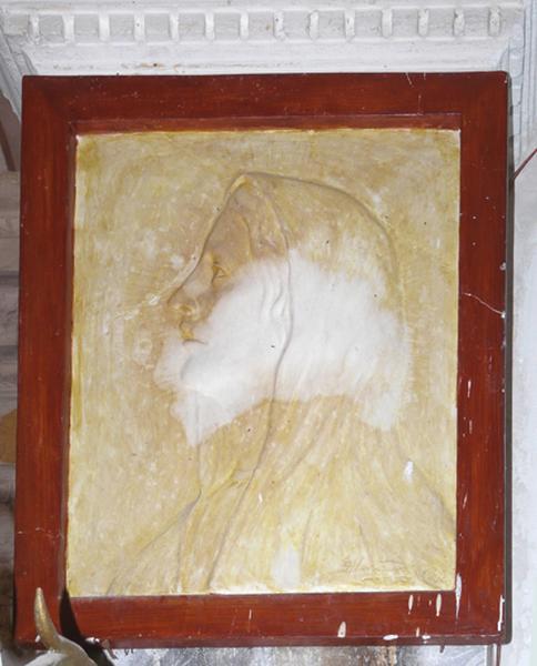 ensemble de deux bas-reliefs : Portraits du Christ et de la Vierge