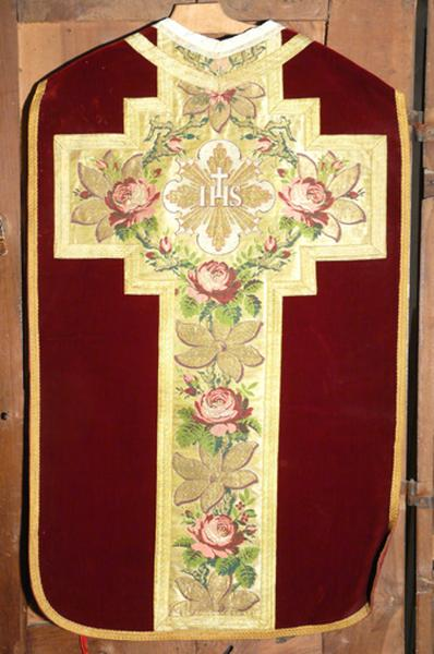 chasuble, bourse de corporal, voile de calice (ornement rouge)