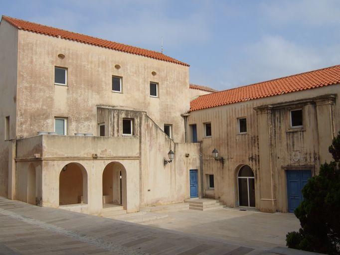couvent Saint-Dominique, puis hôpital militaire, actuellement mairie