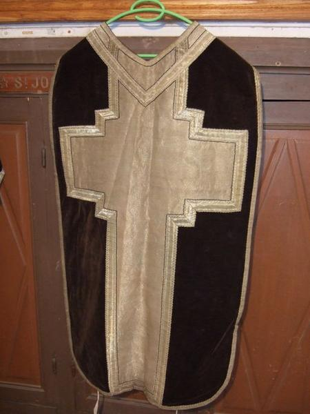 Bourse de corporal, voile de calice, chasuble, dalmatique, manipule (ornement noir) (No 4)