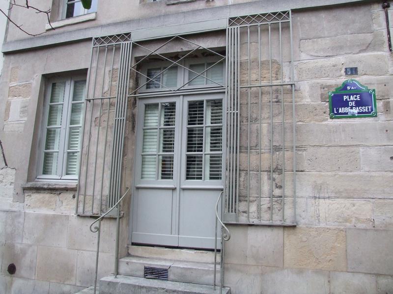 Grille et façade