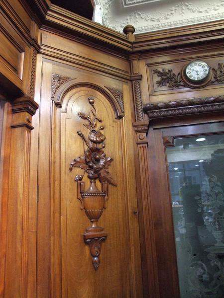 Décor intérieur ; boiseries ; fleur de pavot