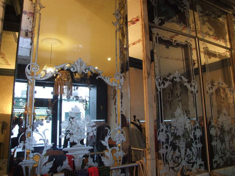 Décor intérieur ; verres gravés formant miroirs