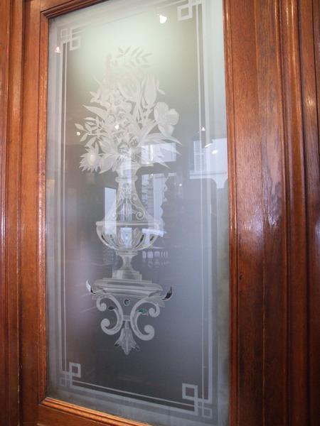 Décor intérieur : porte et verre gravé