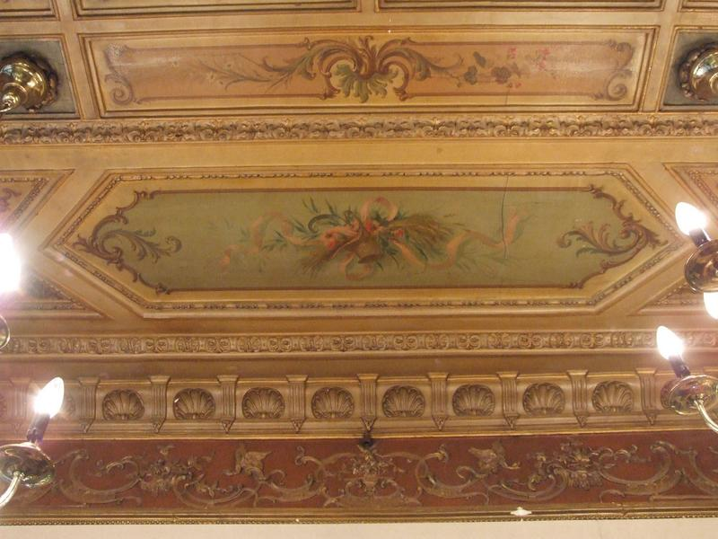Décor intérieur : plafond à compartiments avec fleurs et paysage