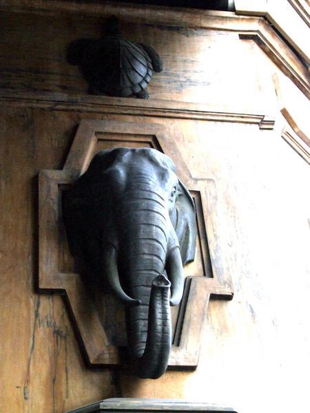 Élévation : détail : tête d'éléphant