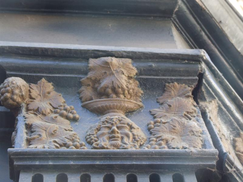 Devanture ; élévation ; détail chapiteau pilastre sur la rue des Vinaigriers