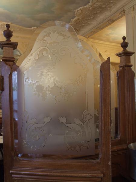 Décor intérieur : panneau de verre gravé
