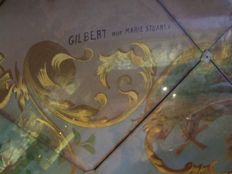 Décor intérieur : plafond : signature Gilbert et adresse